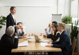 Pasar de compañero a jefe: actitudes a promover y evitar